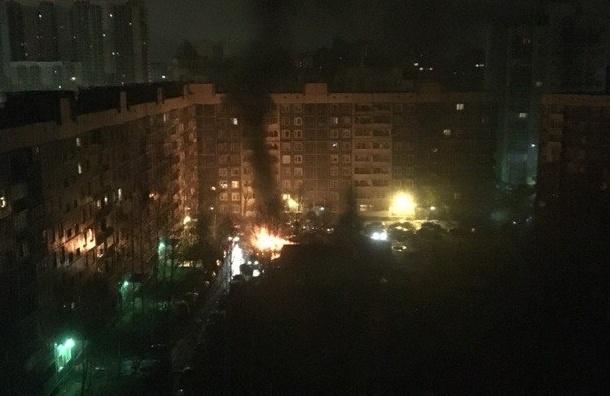 Машина сгорела во дворе Северного проспекта