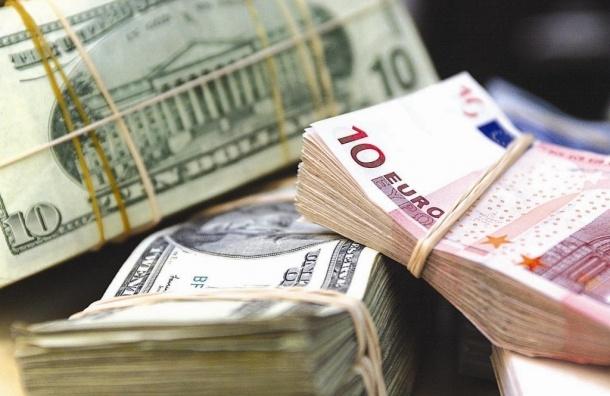 Впервые за пять месяцев курс доллара упал ниже 66 рублей