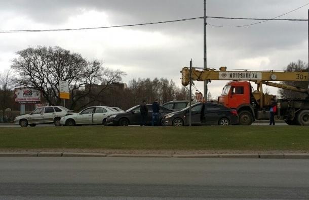 Водители чуть не устроили самосуд над пьяным шофером автокрана на Бутлерова