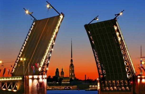 В ночь на вторник в Петербурге разведут три моста
