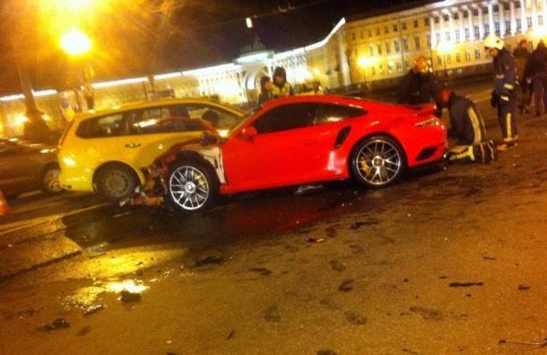 Порш попал в ДТП рядом с Дворцовой площадью