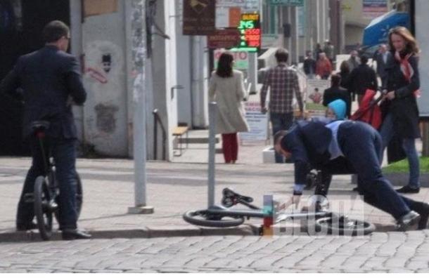 Виталий Кличко упал с велосипеда по дороге на работу