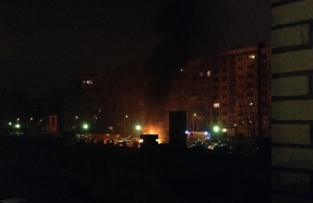 Два автомобиля сгорели на Гражданском проспекте