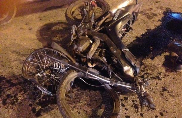 Водителя и пассажирку мотоцикла увезли в больницу после ДТП на Луначарского