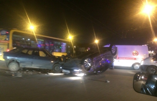 Очевидцы: На Северном проспекте произошла авария с «перевертышем»