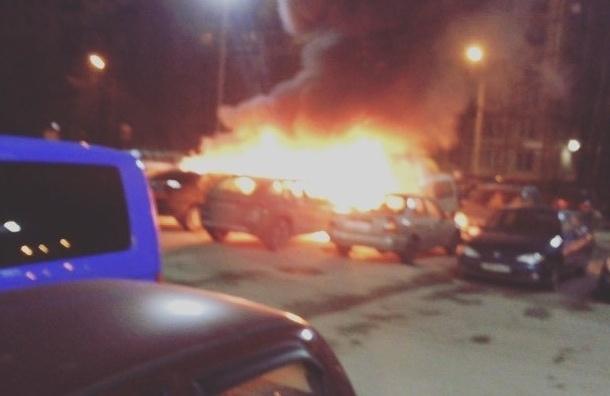 Три машины взорвались и сгорели на Руднева