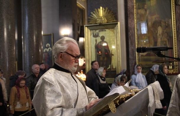 Пасхальные богослужения проходят более чем 400 храмах Петербурга и Ленобласти