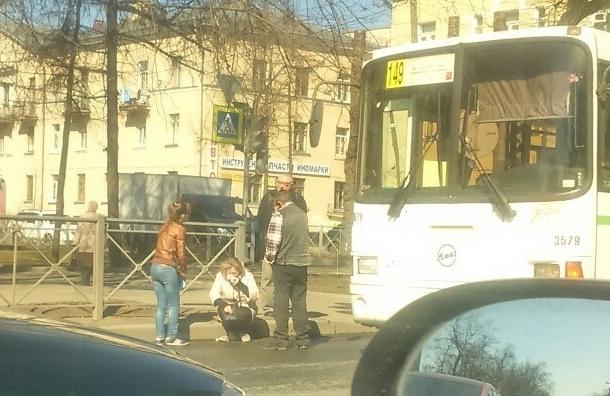 Автобус, сбивший женщину на пересечении Ленина и Гвардейской попал на камеру