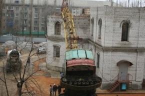 Башенный кран рухнул на строящийся в Липецке Покровский храм