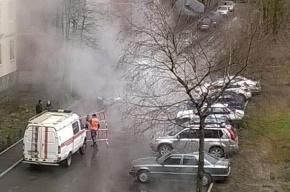 Трубу с горячей водой прорвало на Шлиссельбургском проспекте