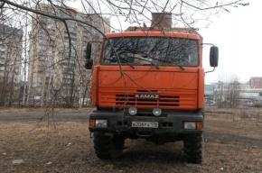 Жители сообщают о незаконных работах в сквере на Савушкина 112