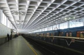Две станции «красной» ветки закрыли на вход в Петербурге
