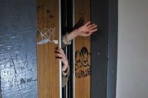 Петербурженку осудили за оставление 5-летней дочери в лифте
