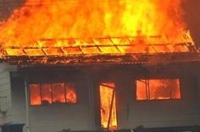 Производственное здание тушили по повышенному номеру в Пушкине