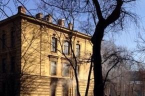 Горит здание у Первого меда
