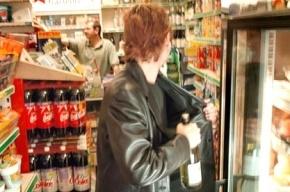 Разбойник в магазине на Демьяна Бедного украл две бутылки коньяка