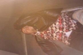 Пьяный хулиган разбил стекло в троллейбусе