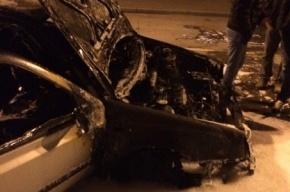 Машина взорвалась и сгорела на Гаванской