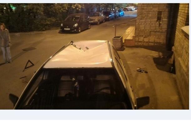 Телевизор сбросили на авто в Невском районе