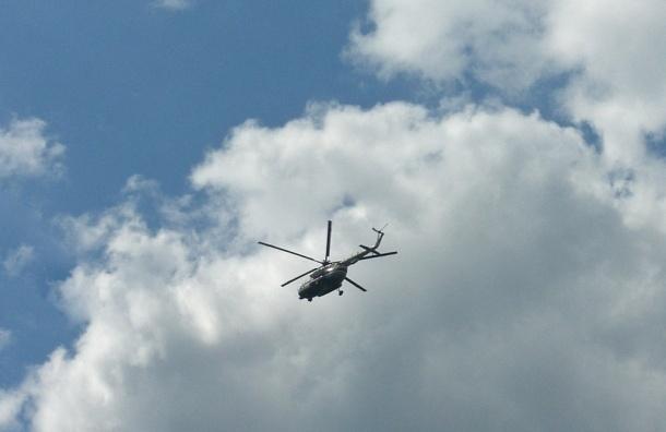 Вертолет с людьми рухнул в озеро в Ленинградской области