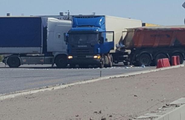 Марштрутка и три фуры столкнулись на Московском шоссе