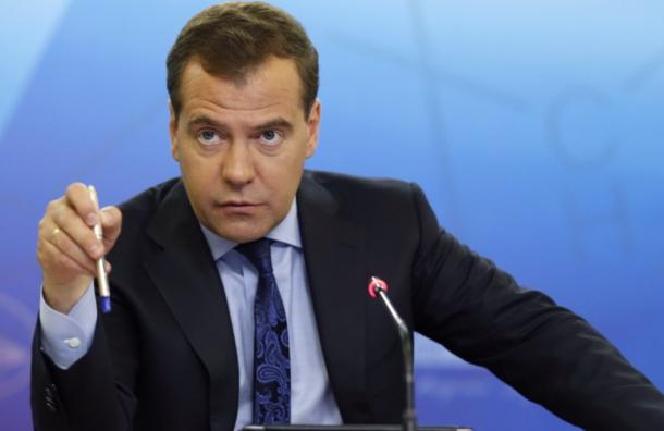 Медведев назвал «убитыми» дороги в Волгограде