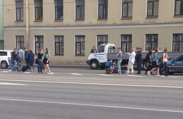 Мотоциклист сбил девушку на Московском проспекте