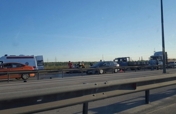 Пассажиров вырезали из машины после ДТП на внутреннем кольце КАД