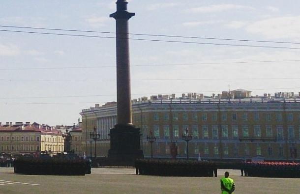 Парад Победы начался на Дворцовой площади
