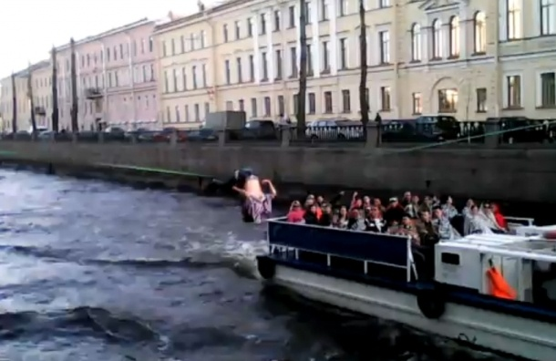Канатоходец прошелся над Крюковым каналом