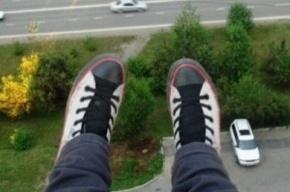 Молодой мужчина упал с балкона на Коллонтай