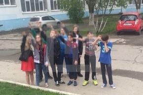 «Зигующие» подростки из Ростова сказали, что играли в игру «покажи, где солнце»