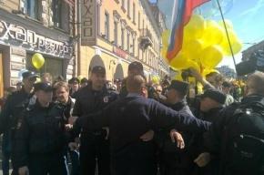 Активиста «Демократического Петербурга» задержали за шарики в цвет украинского флага