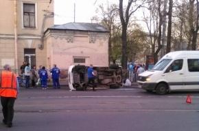 Седан опрокинул микроавтобус на улице Комсомола