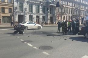 Мотоциклист разбился на Невском проспекте