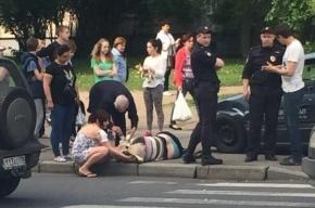 Машина вылетела на тротуар на Замшина и сбила пенсионерку