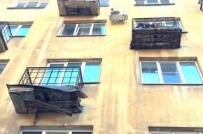 Жильцам дома по улице Профессора Попова рекомендовали не выходить на балконы