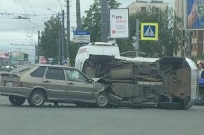 ВАЗ 2114 завалил набок Toyota RAV4