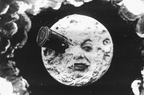 Россия собирается ежегодно посещать Луну