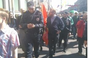 Милонов пришел на первомайскую демонстрацию в Петербурге