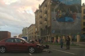Мотоцикл и иномарка столкнулись на Подольской