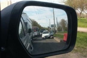 Автомобиль «нырнул» в открытый люк на Луначарского