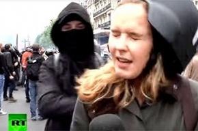 Корреспондентку Russia Today ударили в прямом эфире за слова о французах