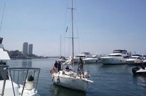 Рыбаки из КНДР закидали российскую яхту камнями, после чего задержали