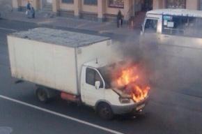 «Газель» сгорела на Среднеохтинском