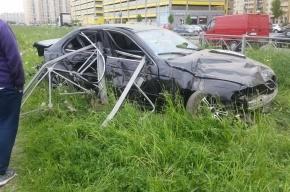 BMW снес ограждение на улице Маршала Казакова