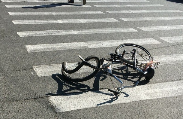 Велосипед свернуло в «восьмерку» от удара в ДТП на Типанова