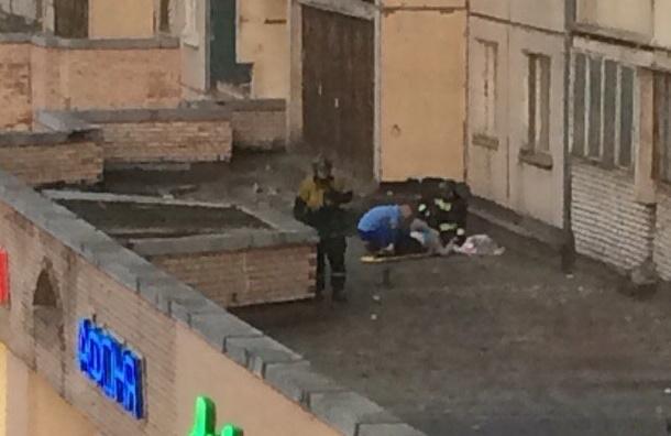 Перепившей петербурженке привиделся катаклизм, от которого она выпрыгнула в окно