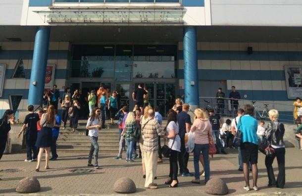 Посетителей и персонал ТРК «Родео Драйв» эвакуировали
