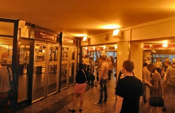 Станция «Комендантский проспект» закрыта на вход и выход